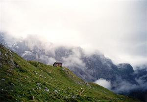 Sulzhütte near clouds