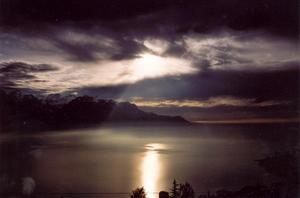 Contrasted foto, sun behind clouds over Lake Geneva